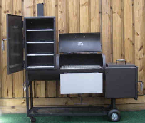 slide out shelves of the 1628CC Smoker Pit