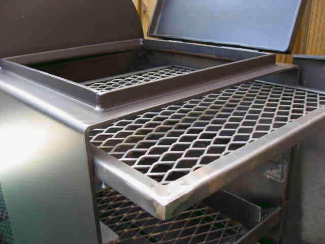 slide out direct grill grate in firebox of model 2040CC