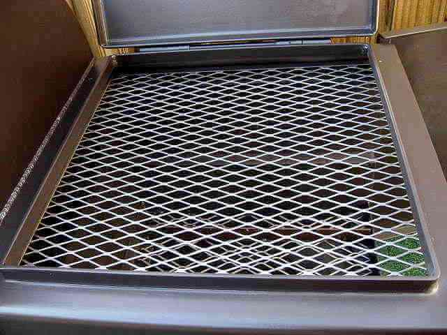 direct cooking grate in model 2442 firebox
