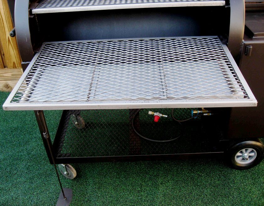 framed slide out lower cooking grate in model 2442 smoker pit