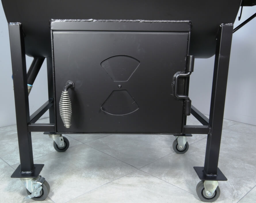 stainless steel cool touch firebox handle on model 2430 smoker pit and grill